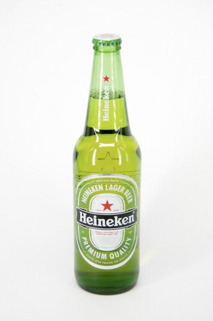 A sör mindig mindenhol jelen van. Spéci tárgyfotó dobozban állítható fényerővel.